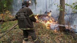 Правозащитники подчеркивают, что у МЧС, «самоотверженно» борющегося с огнем, не хватает технических средств.