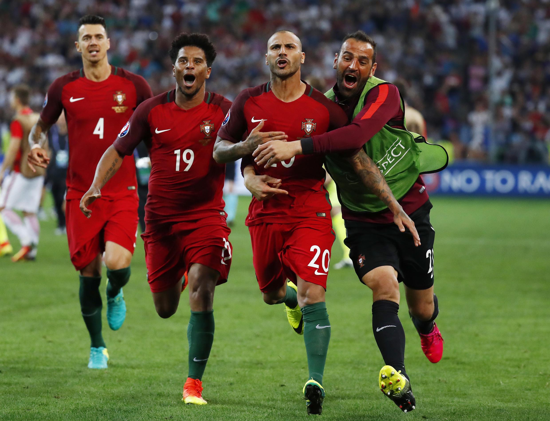 در ضربات پنالتی، تیم پرتغال توانست با نتیجه ۵ در برابر۳ بر تیم لهستان پیروز  گردد.