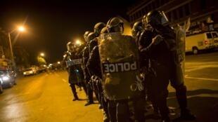 Policiais em Baltimore entram em confronto com manifestantes