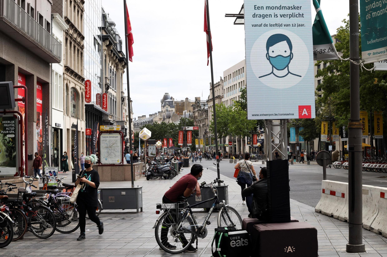 En la provincia de Amberes (norte), se instaurará un toque de queda y los mayores de 12 años deberán llevar mascarilla.