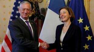 Министр обороны Франции Флоранс Парли и глава Пентагона Джим Мэттис
