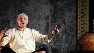 Lambert Wilson incarne le Roi de Siam dans « The king and I » au théâtre du Châtelet.