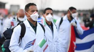 Đoàn bác sĩ Cuba đến hỗ trợ Ý chống dịch Covid-19 ngày 22/03/2020.