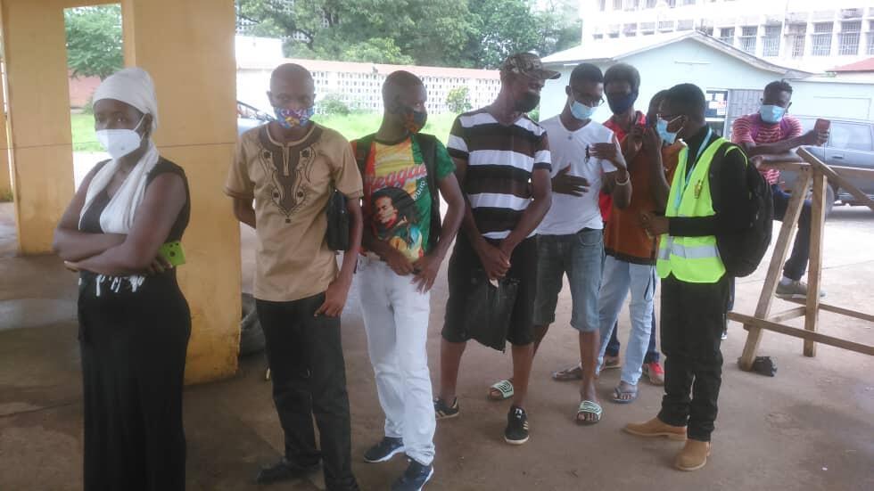 Sierra Leone line for vaccine