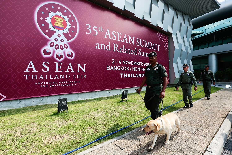 Áp phích thượng đỉnh ASEAN lần thứ 35 tại Bangkok, Thái Lan. Ảnh chụp ngày 02-04/10/2019.
