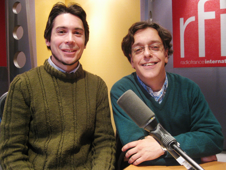 Juan José Zeballos y Juan Antonio Saraví en RFI.