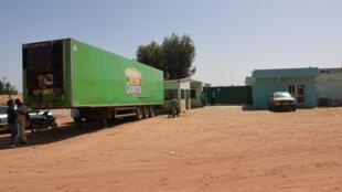 A la sortie de Richard-Toll, l'usine de la Laiterie du berger transforme le lait de collecte en yaourts qu'elle vend dans tout le pays sous la marque Dolima.
