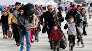 Des réfugiés sur le port sicilien d'Augusta en Italie, le 25 février 2017.