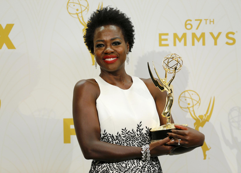 Viola Davis ganhou como melhor atriz de série dramática do Emmy 2015.