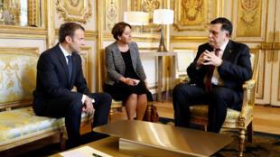 Tổng thống Pháp Emmanuel Macron (T) và thủ tướng Libya Fayez Al Sarra tại điện Elysée, Paris, 29/05/2018.