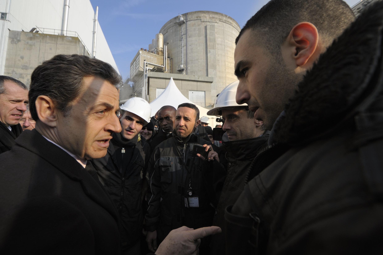 Президент Франции Николя Саркози посещает старейшую АЭС Франции в Фессенхайме (Альзас) 9 февраля 2012.