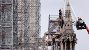 Le démontage de l'échafaudage de Notre-Dame a commencé ce 8 juin 2020.