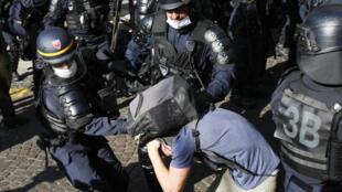 Uma das medidas mais polêmicas é a proposta de proibir que os rostos de policiais sejam filmados, inclusive pela imprensa.