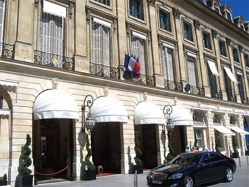 Hotel Ritz fica na praça Vendôme, em Paris.