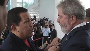 Los presidentes de Venezuela y Brasil, Hugo Chávez y Luiz Inacio Lula da Silva en Georgetown, el 26 de noviembre.