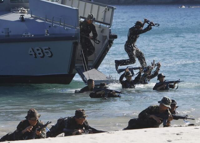 Thủy quân lục chiến Philippines tập trận tại Ternate, Cavite city, gần Manila, cuối tháng 5/2013.