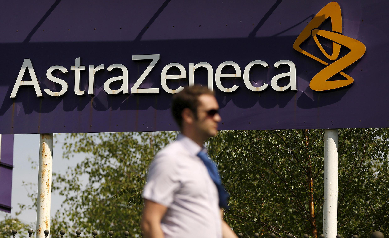 Bảng hiệu của công ty bào chế dược phẩm AstraZeneca tại  Macclesfield, miền trung nước Anh. Ảnh chụp ngày 19/05/2014.