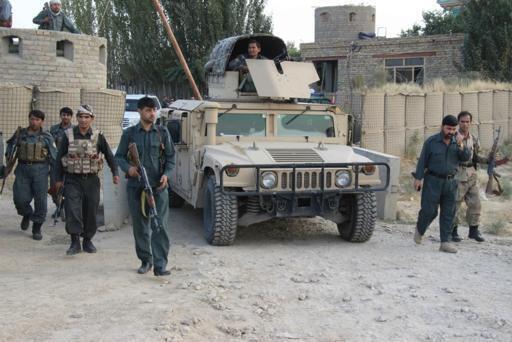 Vikosi vya usalam vya Afghanistan karibu na uwanja wa ndege wa Kunduz, Septemba 29, 2015.