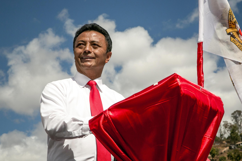 Marc Ravalomanana s'exprime devant ses partisans lors de son premier meeting, au stade Mahamasina, à Antananarivo, le 25 août 2018.