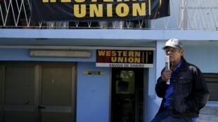 L'argent envoyé depuis l'étranger, les remesas, reste une nécessité pour de nombreux Cubains, qui doivent trouver une solution alternative à la fermeture de Western Union d'ici la fin novembre 2020.