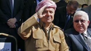 The departing president of Iraqi Kurdistan Massud Barzani (L)