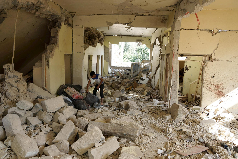 Cảnh tan hoang sau trận dội bom của quân chính phủ Syria ngày 02/07/2015, tại Daraa.