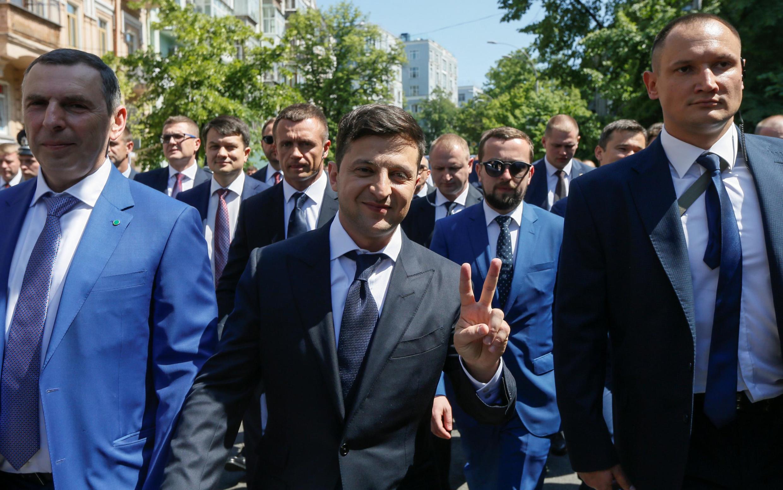 Владимир Зеленский пообещал предоставить украинское гражданство всем тем, кто готов привезти вУкраину «знания, опыт иментальные ценности»