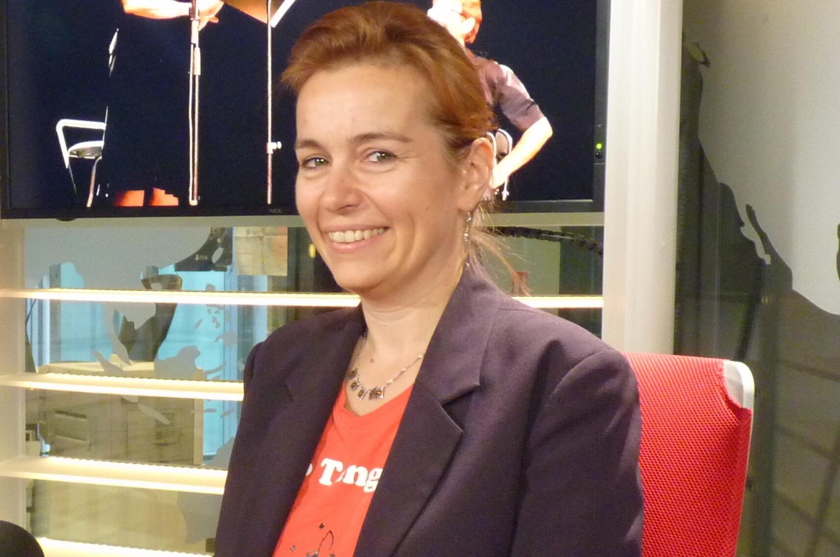 Solange Bazely en los estudios de RFI