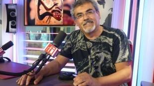 Miguel Méndez en los estudios de RFI