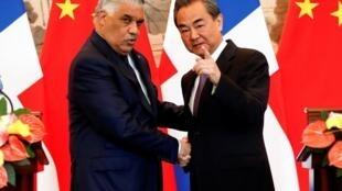 中国与加勒比海国家多米尼加共和国签署了建立外交关系的协议    2018年5月1日