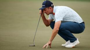 L'Anglais Justin Rose sur le green du trou 18 lors du premier tour du Masters d'Augusta, aux Etats-Unis, le 8 avril 2021