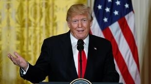 O Presidente Donald Trump durante a conferência  de imprensa conjunta com a Primeira-ministra  da Noruega Erna Solberg na Casa Branca, em Washington, a 10 de Janeiro de 2018.