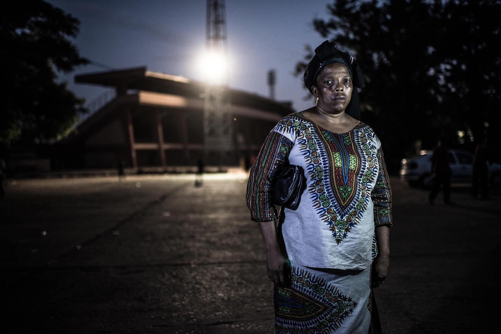 Aissatou Lamarana Barry, à l'extérieur du stade national où elle a été violée par des membres des forces de sécurité, le 28 septembre 2006.