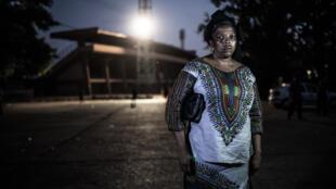 Aissatou Lamarana Barry, à l'extérieur du stade national où elle a été violée par des membres des forces de sécurité, le 28 septembre 2006. «J'ai été violée derrière le stade. Depuis ce jour, ma vie n'a plus de sens.»