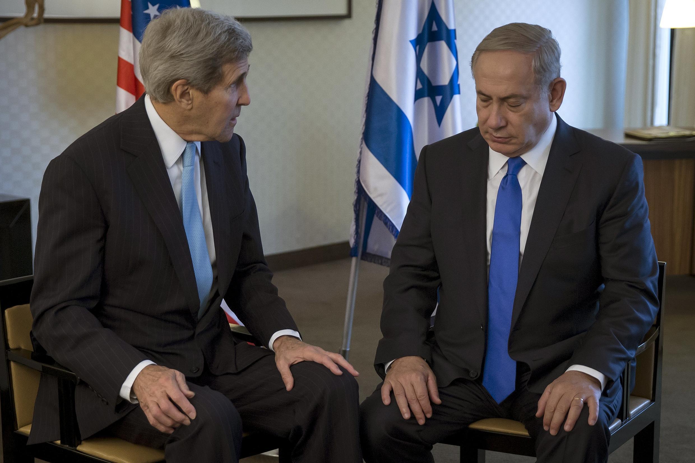 2015年10月22日,美国国务卿克里在柏林与以色列总理内塔尼亚胡会晤,希望说服以色列总理缓和立场,避免巴以地区暴力升级。
