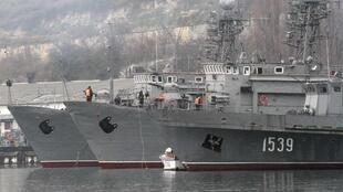 Tàu chiến Nga thả neo tại cảng Sebastopol, Crimée, Ukraina, ngày 27/02/2014