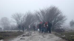 Refugiados en medio del frío invernal de los Balcanes.
