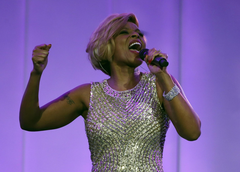 "Mary J. Blige performing ""Ne me quitte pas"" at the White House dinner"