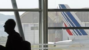 La compagnie Air France la compagnie recommande à ses clients ayant réservé un vol d'ici au 30 septembre de reporter leur voyage.