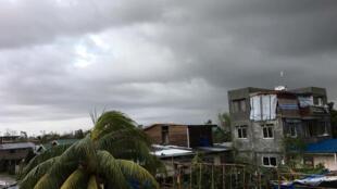 Cảnh tiêu điều mà bão Phanfone để lại ở Tanauan, Leyte, Philippines, ngày 25/12/2019.