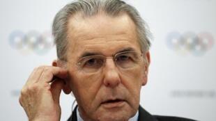 国际奥委会主席罗格2013年2月13日在瑞士洛桑的一次记者会上。国际奥委会执委会经过两天讨论之后,决定自2020年起,摔跤不再列为奥运比赛项目。