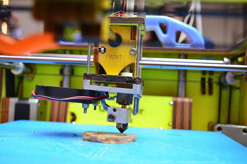 En médecine, l'impression 3D permet de fabriquer rapidement et à moindre coût du sur-mesure.