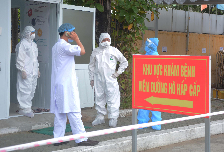 Ảnh trước bệnh viện 17 tại Đà Nẵng ngày 04/08/2020. Hàng trăm bác sĩ dày dặn kinh nghiệm đến tăng viện ở Đà Nẵng giúp ngăn chận dịch Covid-19. Ảnh minh họa.