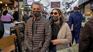 Israelis walk in Jerusalem's Mahane Yehuda market, on March 18, 2021 wearing the mandatory face mask as part of efforts by authorities to stem coronavirus