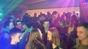 Dans une discothèque d'Omsk, après la levée des restrictions sur le Covid-19 en Russie.