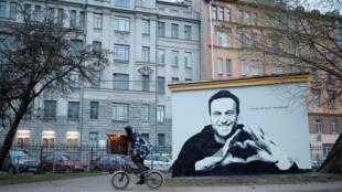 В сквере в Петроградском районе на трансформаторной будке появилось граффити с Навальным
