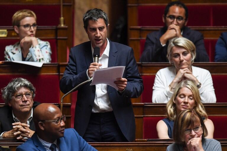 """François Ruffin, do partido de extrema esquerda A França Insubmissa, denunciou uma maioria """"mesquinha"""" na Assembleia Nacional."""