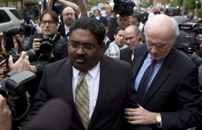 Raj Rajaratnam sau phiên tòa ngày 11/5/11.
