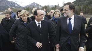 La canciller alemana, Angela Merkel, el presidente francés, François Hollande, y el primer ministro español, Mariano Rajoy, en Seyne-les-Alpes, cerca de la zona donde se estrelló el avión alemán.