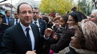 En novembre, François Hollande s'était rendu à Chelles, en banlieue parisienne, pour le coup d'envoi des «emplois d'avenir», un dispositif destiné aux jeunes sans qualification..